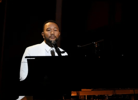 American RnB singer John Legend went emotional as he dedicates his Billboard Music Award performance. Chrissy Teigen and John lost their newborn son